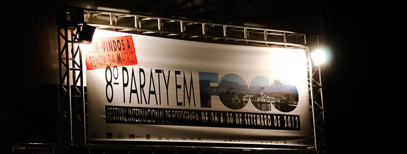 Paraty à noite, recepcionando quem fotografa